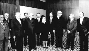 Empfang der Kirchenleitung bei SED-Chef Erich Honecker (Foto: Peter Koard, Bundesarchiv, Bild 183-T0306-0025, via Wikimedia Commons)